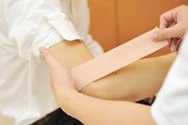 肘の痛みのイメージ